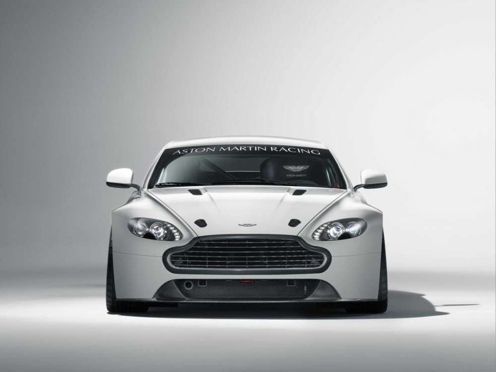 Aston Martin: η αναβαθμισμένη 2011 Vantage GT4 στην αφετηρία…