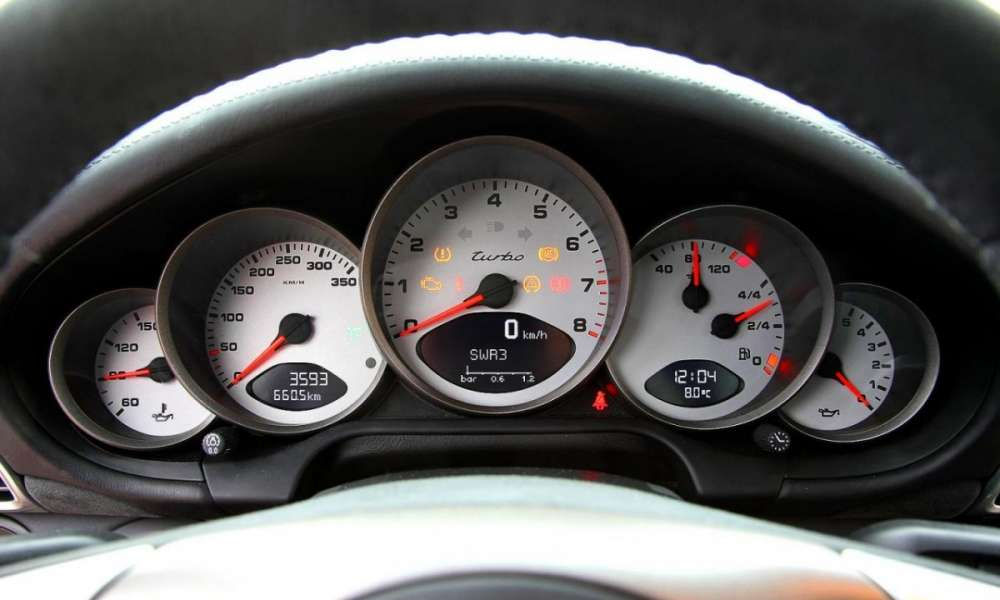 Μια Lamborghini Gallardo Superleggera έχει πάρει στο κυνήγι μια Porsche 911 GT3 στους δρόμους του Παρισιού…