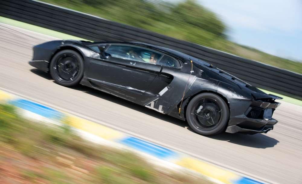 Lamborghini Aventador: το πρώτο βίντεο με το.. θηρίο στο δρόμο!