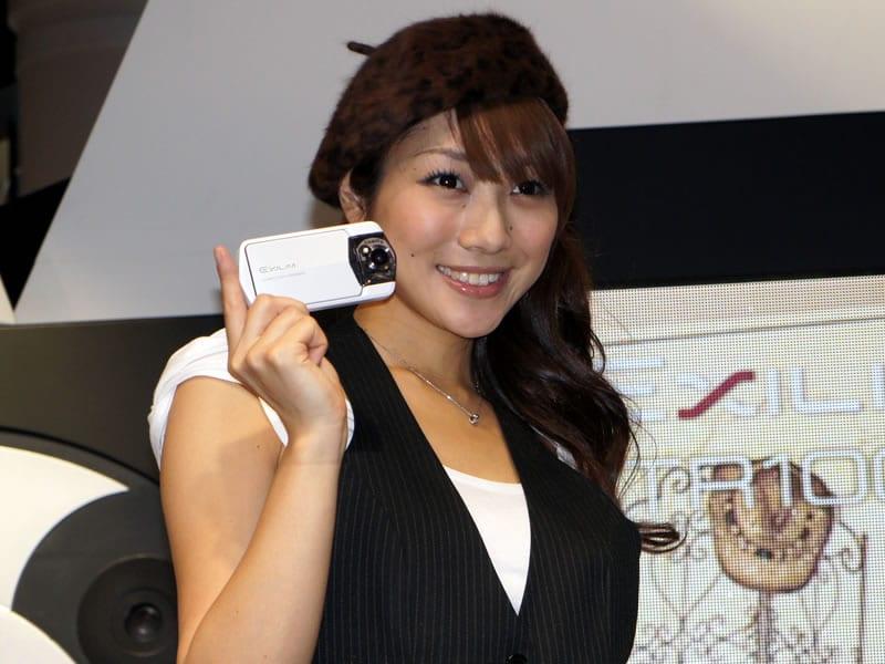 Exilim EX-TR100: μια fresh κόμπακτ από Casio…