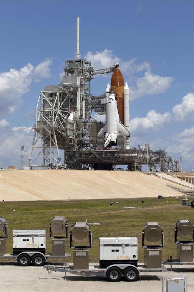 Διαστημικό λεωφορείο Endeavour: έτοιμο για εκτόξευση…