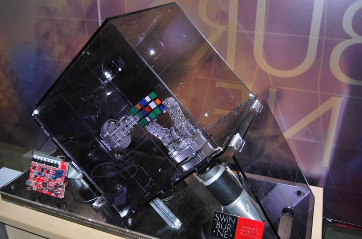 Rubik's Cube: ένα ρομπότ σπάει ρεκόρ…