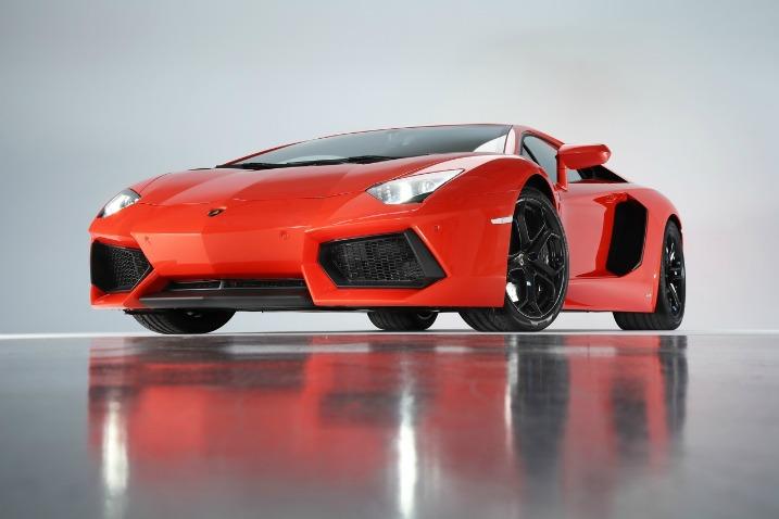 Το αφεντικό της Lamborghini σε μια στάση από το γκαράζ του Jay Leno…