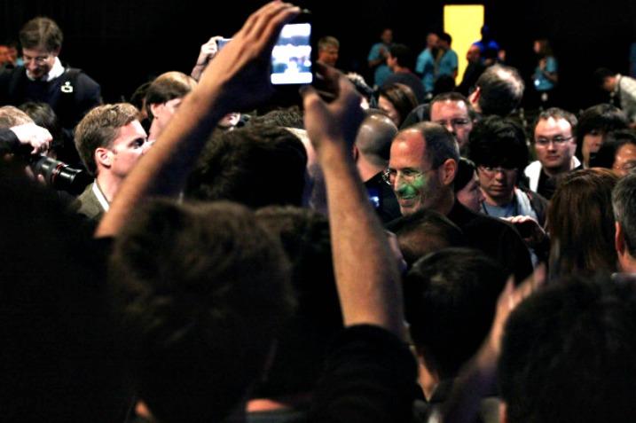 """Steve Jobs: """"Θαυμάζω τον Mark Zuckerberg που δεν ξεπουλήθηκε"""""""