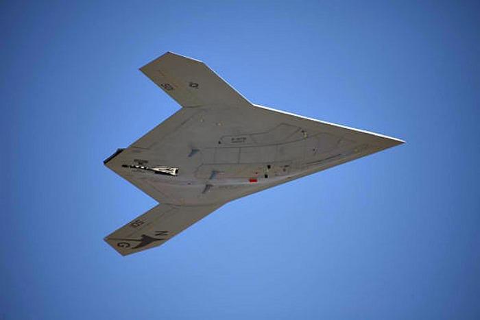 X-47B – πρώτη κανονική πτήση για το μαχητικό-ρομπότ…