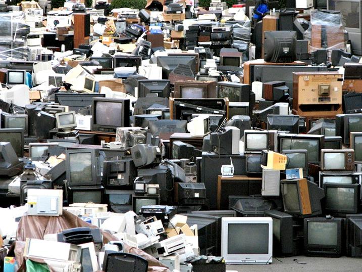 EE – θα πιέσει τα καταστήματα να πάρουν πίσω ηλεκτρονικά…