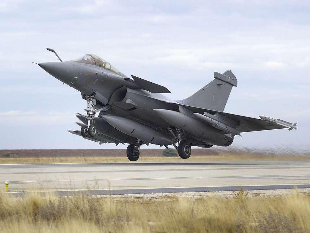 'Τίγρεις' σε τριπλή μονομαχία στην αέρα – Dassault Rafalle Vs Boeing F-18 Vs Mig-29…