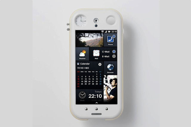 KDDI iida concept smartphone – ναι, έχει ξύλινο ρολόι…