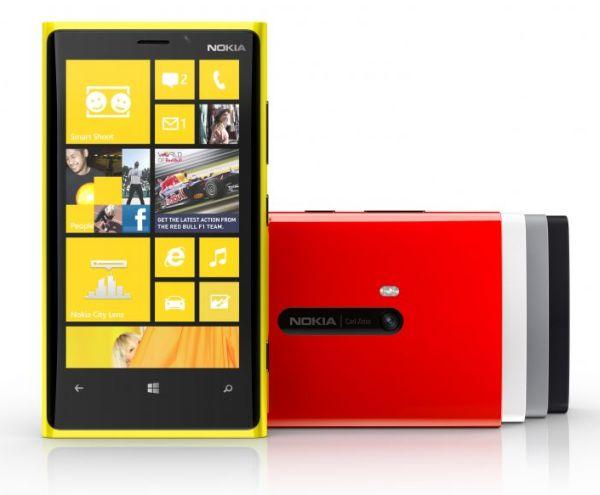 Η Nokia ρίχνει το 920…