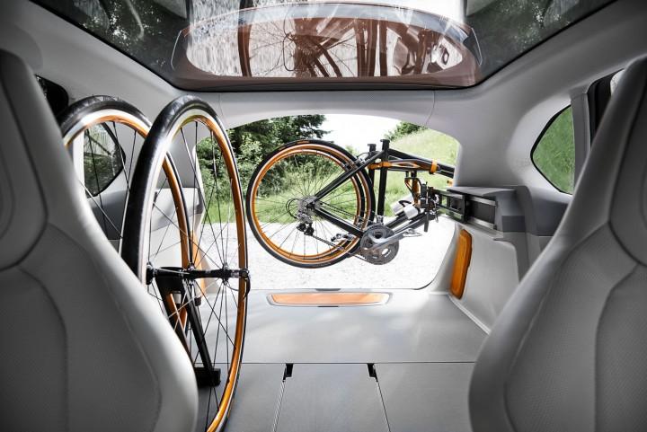 04-BMW-Concept-Active-Tourer-Outdoor-Luggage-Area-03-720x481