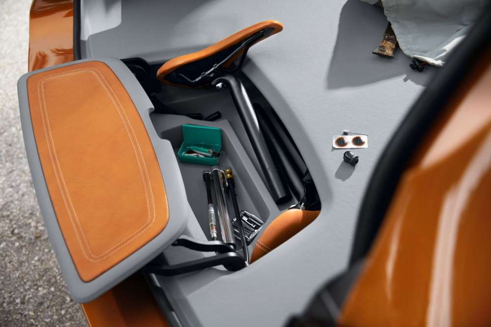 04-BMW-Concept-Active-Tourer-Outdoor-Luggage-Area-Load-area-storage-compartment