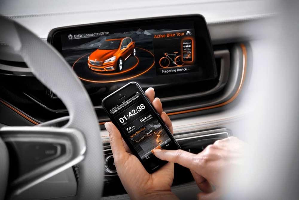 04-BMW-Concept-Active-Tourer-Outdoor-Smartphone-Connectivity