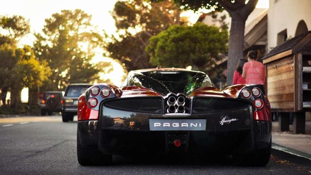 Pagani Huayra Vs Top Gear