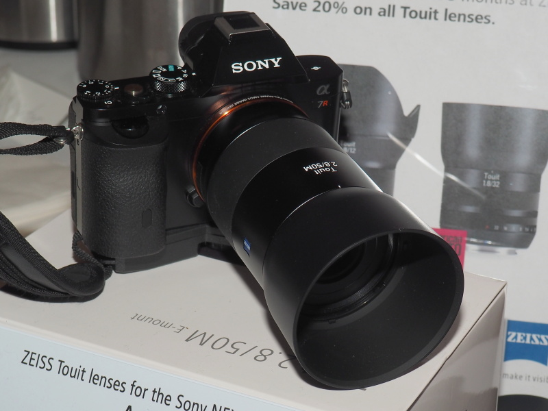 CES 2014 – Zeiss Touit 50mm f/2.8 Macro…