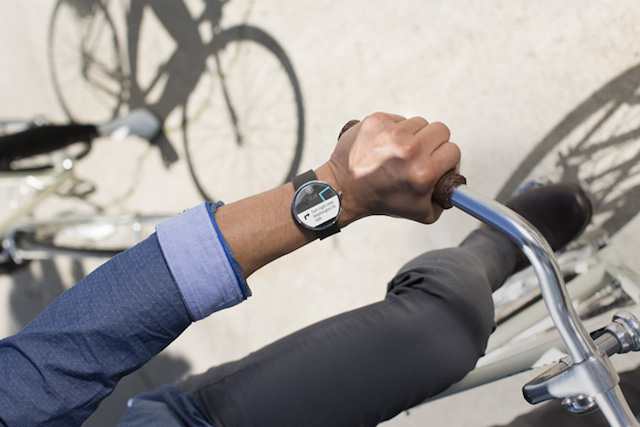 First-Smartwatch-powered-by-Android-Wear-5