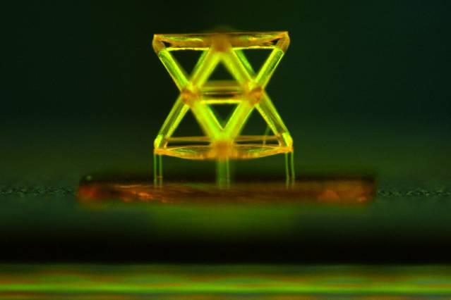 Αυτό το 3D υλικό αντέχει 160,000 φορές το βάρος του…
