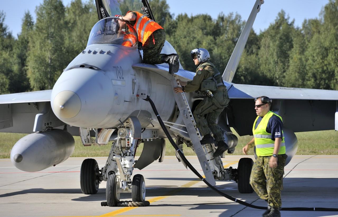 Υπέροχα πλάνα από καναδικά CF-18 σε αποστολή NATO Baltic Air Policing…