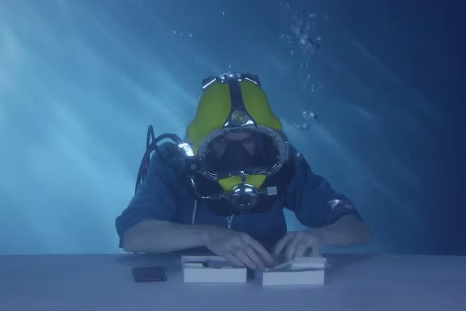 underwater-unboxing