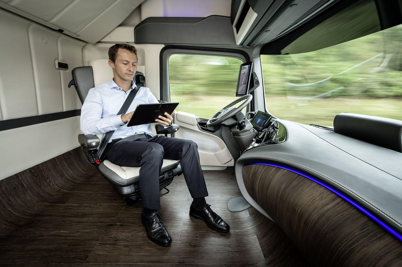 Mercedes benz future truck 2025 gadgetfreak not just tech for Mercedes benz technician