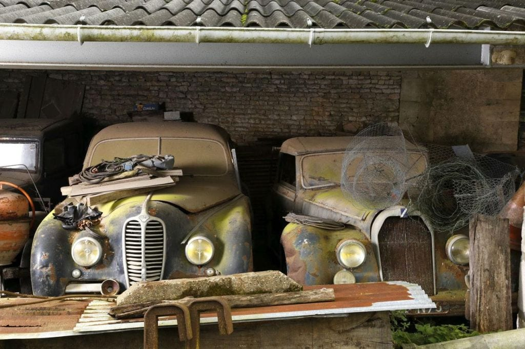 Ένας ξεχασμένος θησαυρός με κλασικά αυτοκίνητα τυχαία στη Γαλλία!