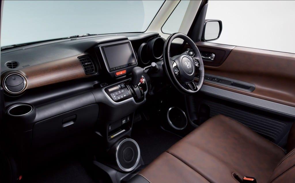 Honda-N-Box-Slash-dashboard