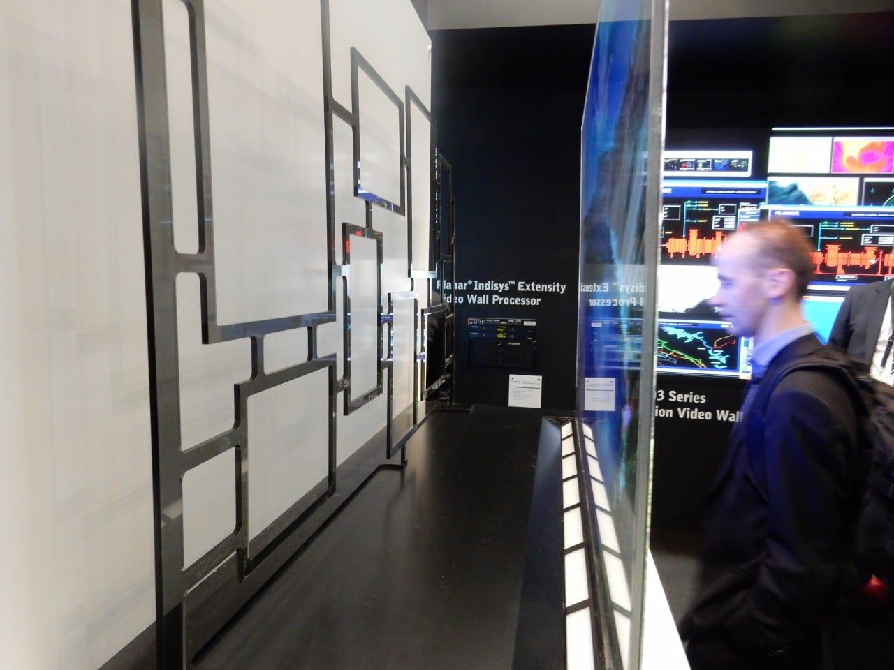 Διαφανείς OLED οθόνες για τις βιτρίνες του αύριο…