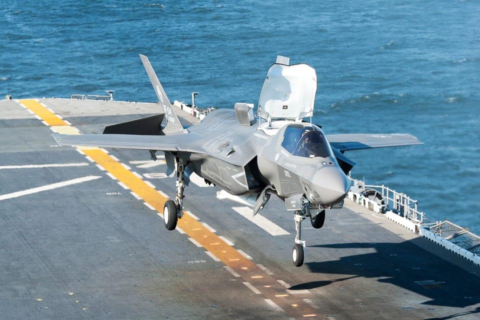 """F-35B Lightning II Stealth """"Operational Test Trials"""" – κάθετη προσγείωση…"""