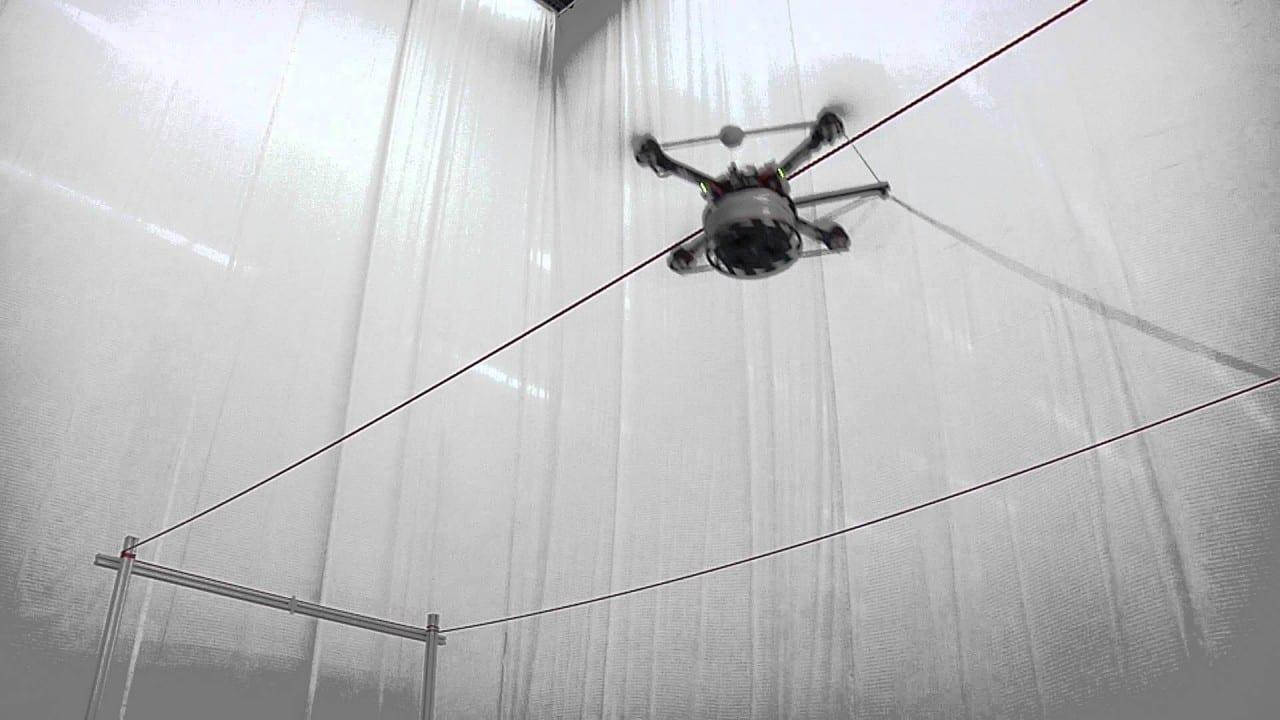 Δείτε αυτά τα drones να χτίζουν μια γέφυρα…
