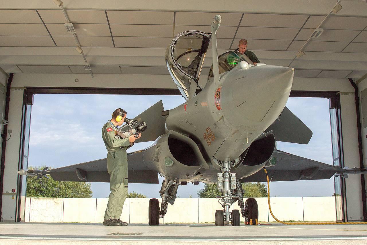 "Dassault Rafale ""Michaël Brocard"" Solo Display Sion Airshow 2011"