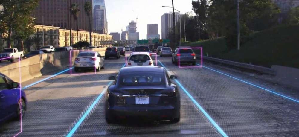 Tesla χωρίς τιμόνι σε δύο χρόνια