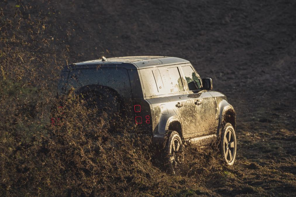 Land Rover Defender – Νο Time To Die