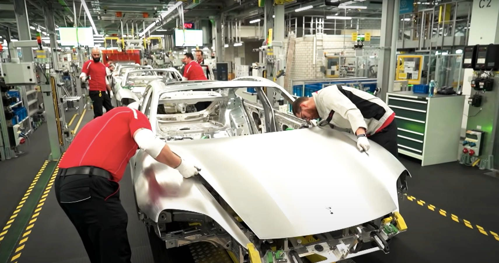Κατασκευάζοντας την Porsche Taycan Turbo S