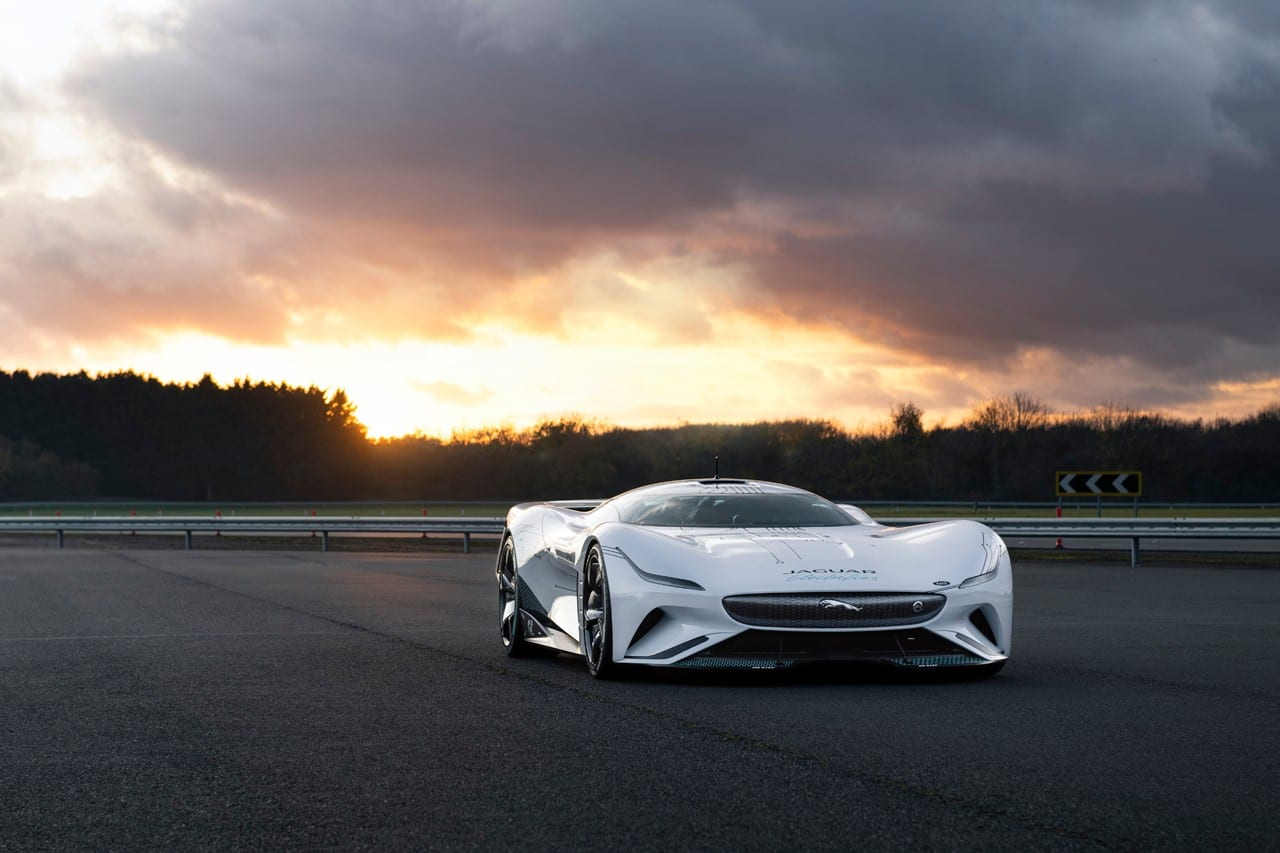 Jaguar Vision Gran Turismo SV + Gran Turismo Sport PS5