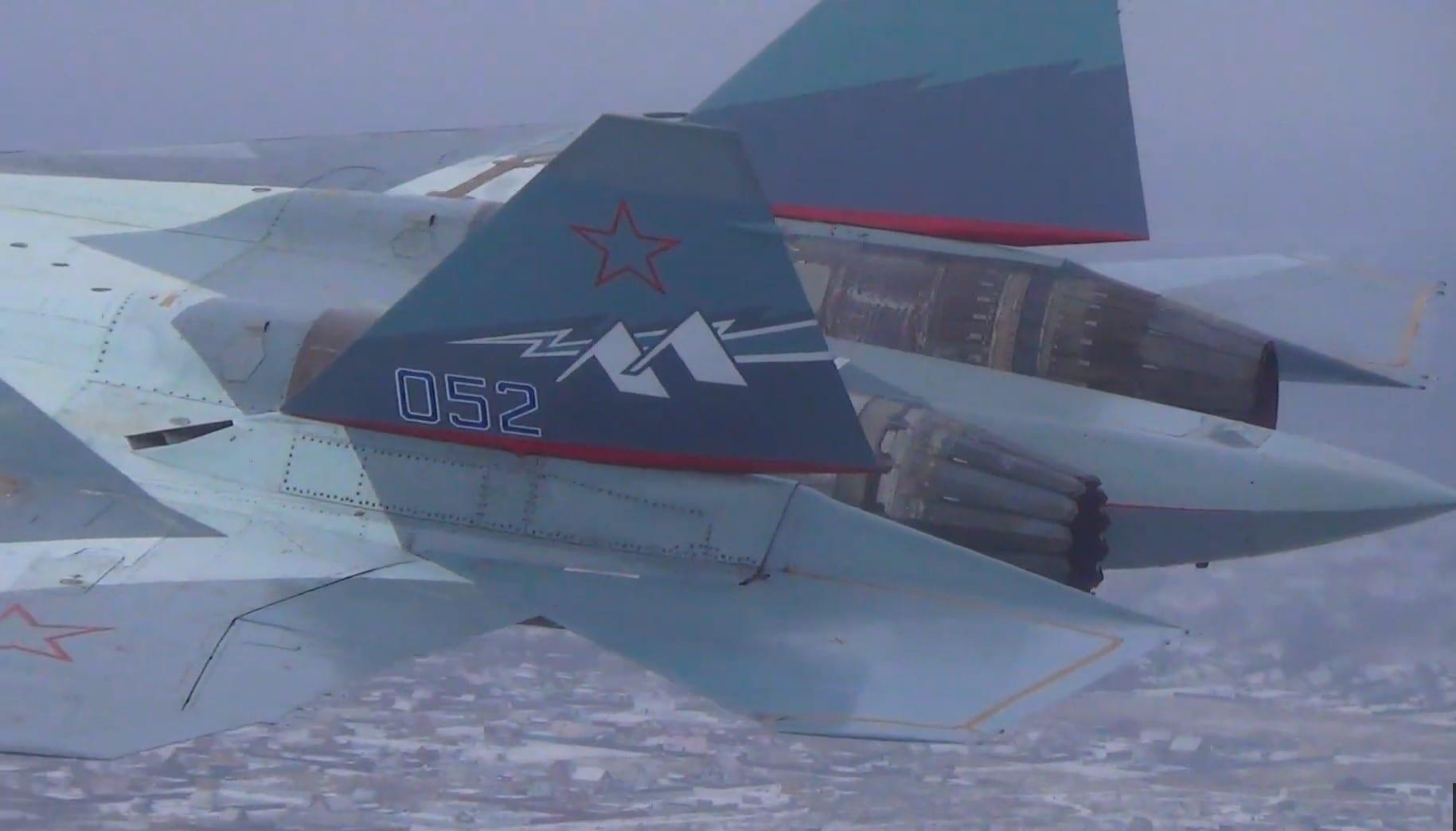 Sukhoi T-50 – 052 – Πρώτη πτήση με κινητήρα Izdeliye 30