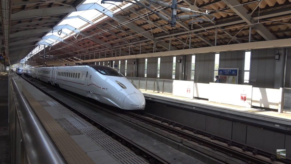 Απίστευτα γρήγορο πέρασμα του Shinkansen bullet train
