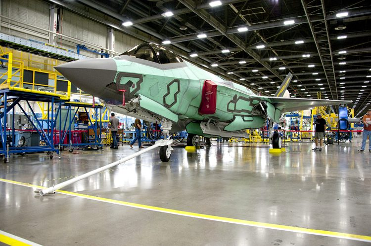 Μέσα στο εργοστάσιο των F-35