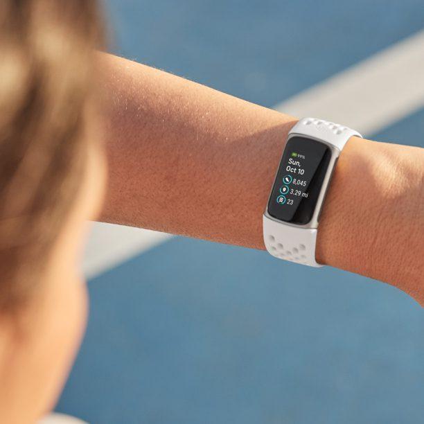 Το νέο Fitbit Charge 5