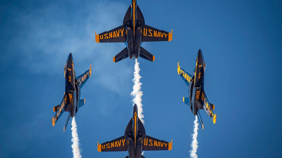 Απίστευτο βίντεο Blue Angels Extreme F-18 Demo