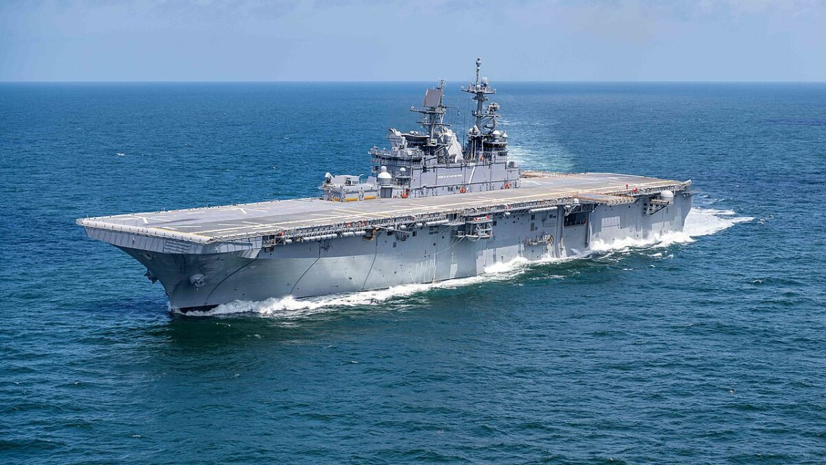 USS Tripoli – περιήγηση σε ένα hi tech ατσάλινο πλωτό φρούριο